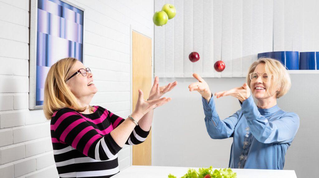"<img src=""fruits.jpg"" alt=""medfiles' food & nutrition unit throwing fruits"">"